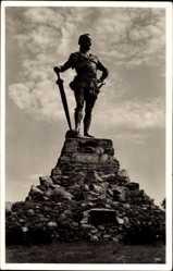 Postcard Vangnes Norwegen, Frithjofstatuen, Frithjof Statue mit Schwert