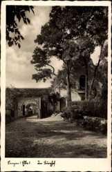 Postcard Lenzen an der Elbe im Kreis Prignitz, Partie im Burghof, Tor