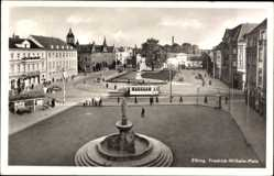 Ak Elbląg Elbing Ostpreußen, Blick auf den Friedrich Wilhelm Platz, Brunnen
