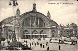 Postcard Frankfurt am Main, Blick auf den Hauptbahnhof, Tram, Laterne, Passanten