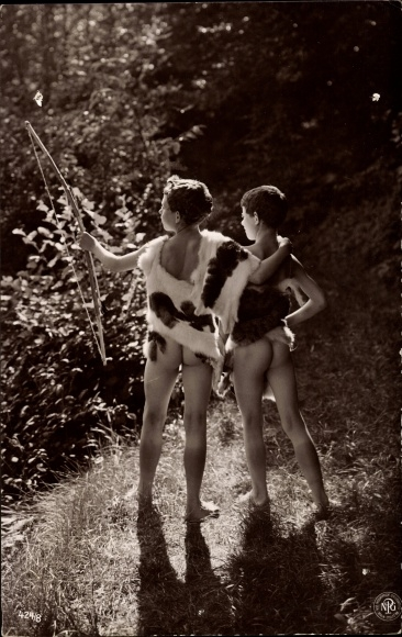 Wald nackt leben im Nackt im