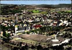 Postcard Wiedelskirchen Neunkirchen Saar, Luftbild, Katholische Kirche, Feld