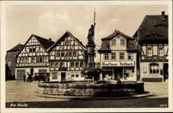 Postcard Vacha im Wartburgkreis, Denkmal am Markt, Kaufhaus Hellbach