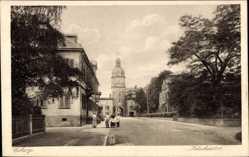 Postcard Coburg, Blick auf das Ketschentor, Durchgang, Turm, Passanten, Straßenpartie