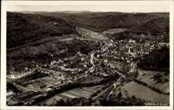 Postcard Bad Urach in der Schäwbischen Alb, Fliegeraufnahme der Stadt