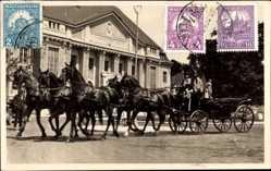 Postcard Debrecen Debrezin Ungarn, Fünfergespann vor der Universität, Kutsche