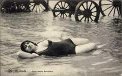 Ansichtskarte / Postkarte Ostende Westflandern, Onze moole Baadsters, Frau, Badekleid, Brust