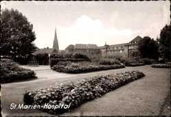 Foto Ak Osterfeld Oberhausen Rhein, St. Marien Hospital,Gartenanlage,Glockenturm