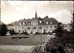 Foto Ak Oberhausen am Rhein, Gebäude mit Gartenanlagen, Fontäne