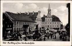 Ak Tilsit Sowetsk Kaliningrad Ostpreußen, Markttag auf dem Schenkendorfplatz