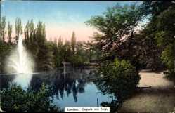Postcard Landau in der Pfalz, Ostpark mit Teich, Springbrunnen, Wald