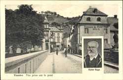 Postcard Vianden Luxemburg, Vue prise sur le pont, Bild von Victor Hugo, Fahnen
