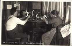Foto Ak Lauscha im thüringischen Kreis Sonneberg, Glasbläser Familie