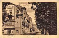 Postcard Bad Pyrmont in Niedersachsen, Straßenpartie am Hotel Kaiserhof