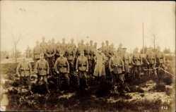 Postcard Lockstedter Lager, Gruppenfoto von Soldaten in Feldgrau