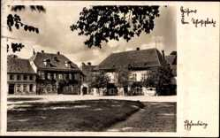 Postcard Güstrow im Kreis Rostock, Partie am Schloßplatz, Wohnhäuser