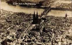 Foto Ak Köln am Rhein, Fliegeraufnahme, Dom und Rheinbrücke, Bahnhof