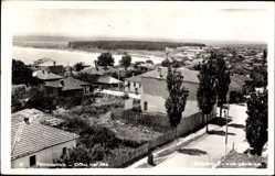 Ak Primorsko Ostpreußen, Vue generale, Blick auf den Ort, Straße, Gewässer