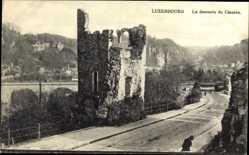 Postcard Luxemburg, La descente de Clausen, Turmruine, Straßenpartie, Brücke