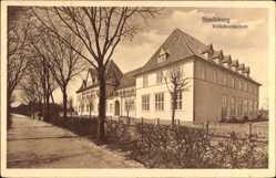 Postcard Rendsburg in Schleswig Holstein, Blick auf die Volkshochschule, Straßenpartie