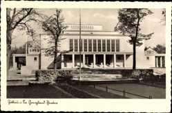 Postcard Zittau in der Oberlausitz, Grenzlandtheater, Vorderansicht, Eingang,Park