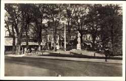 Postcard Neumünster in Schleswig Holstein, Helden Denkmal am Großflecken