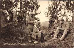 Ak Der Barbier im Felde, Deutsche Soldaten, Haarschneiden