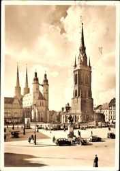 Postcard Halle an der Saale, Blick auf den Marktplatz, Glockenturm, Denkmal, Passanten