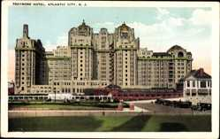 Postcard Atlantic City New Jersey USA, View of Traymore Hotel, facade, cars