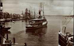 Postcard Flensburg in Schleswig Holstein, Salondampfer läuft am Hafen aus