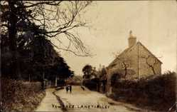 Postcard Yewtree bei Coniston North West England, Laneyardley, Streetview
