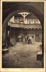 Ak Erfurt in Thüringen, Blick in den Hof der Allerheiligenstraße 6, Schmied