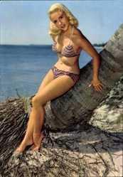 Ak Junge Blondine in Badekleid, Gestreifter Bikini, Strand