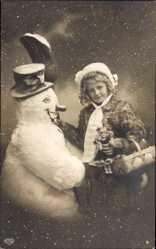 Ak Glückwunsch Neujahr, Mädchen mit Puppe und Schneemann, EAS