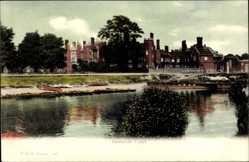 Postcard London City, View of Hampton Court, Schloss, Gewässer, Boote