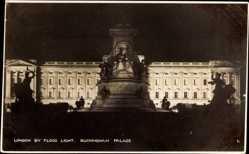 Postcard London City, Buckingham Palace by Flood light, Nachtansicht