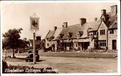 Postcard Broadway Worcestershire West Midlands, Elizabethan Cottages, car