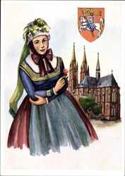 Postcard Marburg an der Lahn, Frau in Tracht, Kirche, Wappen