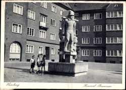 Postcard Hamburg Mitte Altstadt, Blick auf den Hummelbrunnen, Kinder