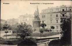Postcard Weimar in Thüringen, Blick auf Watzdorf Platz und Kriegerdenkmal