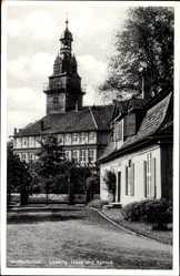 Postcard Wolfenbüttel in Niedersachsen, Blick auf das Lessing Haus und Schloss