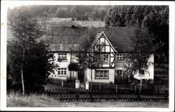 Foto Ak Finnentrop Kreis Olpe, Blick auf ein Fachwerkhaus, Frontansicht