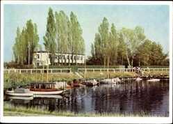 Postcard Burg bei Magdeburg, Blick auf das Bootshaus, Seepartie, Boote