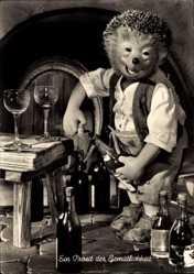 Ak Ein Prosit der Gemütlichkeit, Mecki der Igel, Weinflaschen