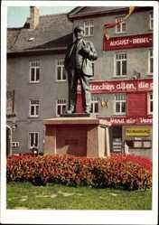 Postcard Lutherstadt Eisleben in Sachsen Anhalt, Lenindenkmal, Fahnenschmuck