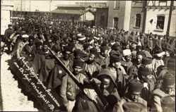 Foto Ak Erfurt in Thüringen, Ankunft franz. Kriegsgefangener 23. Sept. 1914
