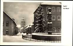 Postcard Eisfeld in Thüringen, Markt im Winter, Schnee, Brunnen, Kirchturm