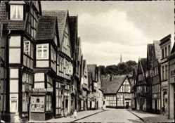 Postcard Detmold in Nordrhein Westfalen, Blick in die Krumme Straße, Geschäfte, Kinder