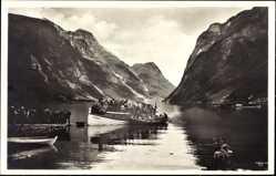 Postcard Oldenvand Norwegen, Motorboot, Anlegestelle, Fahrgäste, Fjord