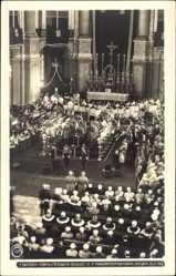 Ak König Friedrich August III. von Sachsen, Trauerfeier 1932, Kirche, Hahn 9677